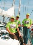 Nicolas Tardy avec Nicolas Yvon et Anne Mataguez, du Yacht Club, portent les maillots de la Fish and Ships